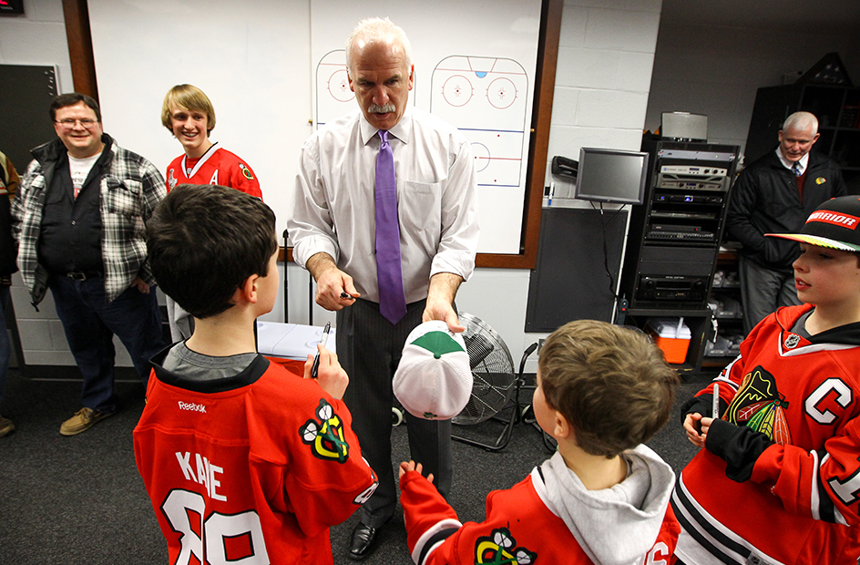quenneville signing a hat