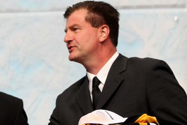 Canucks hire Benning as new general manager