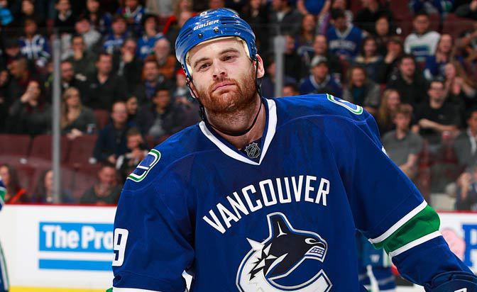 Zack Kassian re-signs with Canucks: report